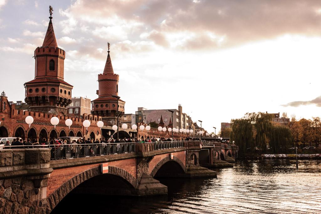 Berlin: 08.11.2014: 25 Jahre Berliner Mauerfall & Lichtgrenze. Oberbaumbrücke
