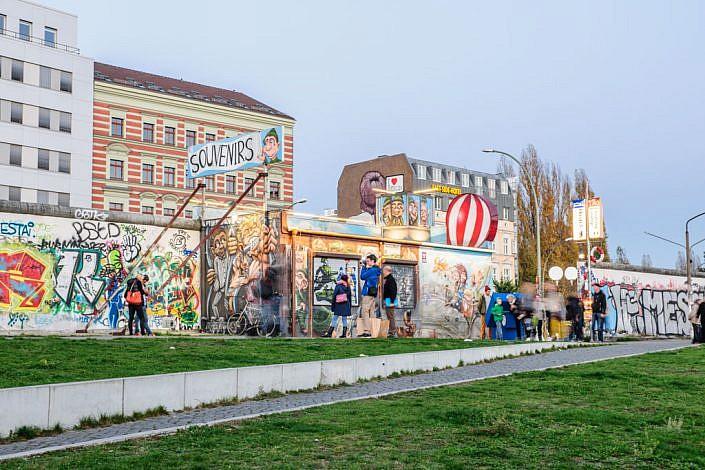 Berlin: 08.11.2014: 25 Jahre Berliner Mauerfall & Lichtgrenze. East Side Galery.