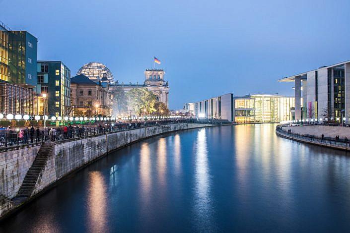 Berlin: 08.11.2014: 25 Jahre Berliner Mauerfall & Lichtgrenze. Berliner Reichstag