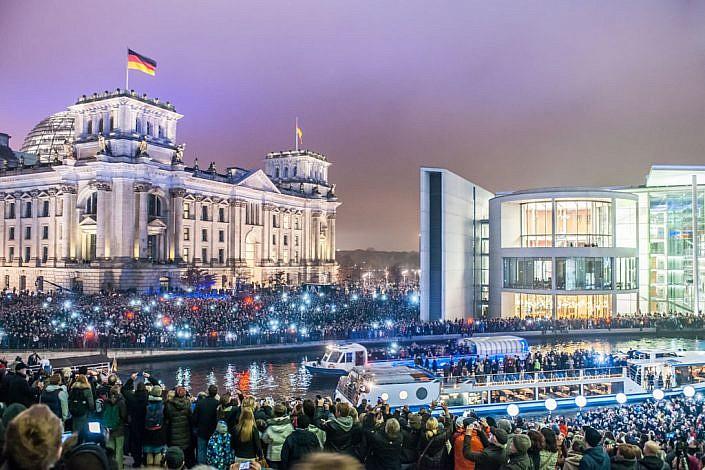 Berlin: 08.11.2014: 25 Jahre Berliner Mauerfall & Lichtgrenze. Berliner Reichstag.