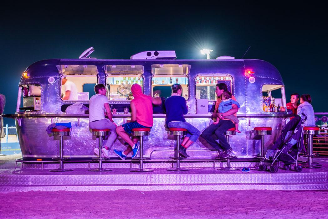 Vereinigte Arabische Emirate: Dubai. Food Truck.